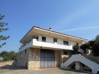 Villa a Noci, via Ex S. S. per Putignano, 5 locali
