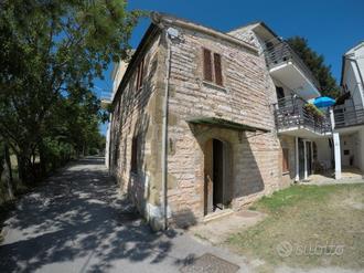 Villa con terreno Monterosso Marche