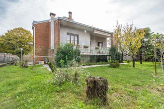 IN TRATTATIVA: Villa indipendente con giardino