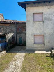 Casa singola con giardino e garage