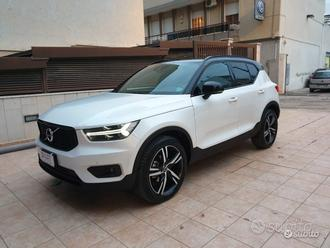 Volvo xc40 diesel R-DESIGN full tetto navi led
