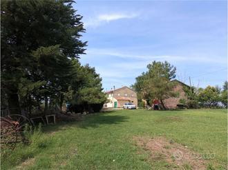 013BR - Porzione di Casale con annesso e giardino