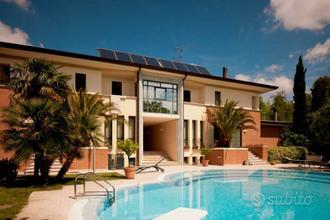 Villa a Vallefoglia, 16 locali