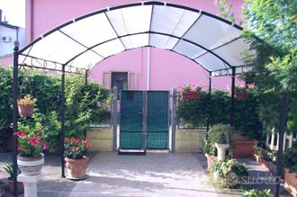 Casa singola con box e giardino