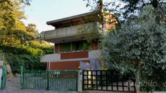 Villa a Pesaro, strada di Montegranaro, 8 locali