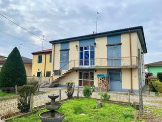 Casa ad angolo con giardino a Nogara