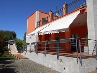 Villa a Noci, via Gioia del Colle 17E, 7 locali