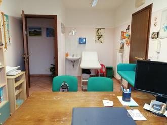 Ambulatorio con bagno e sala d'attesa