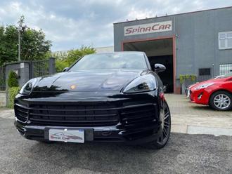 Porsche Cayenne 3.0 Coup V6 total black