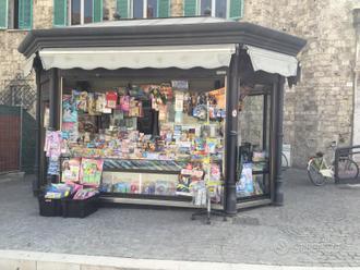 Edicola in piazza centrale