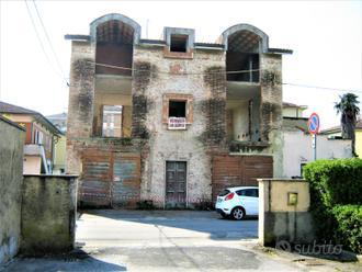 Villa da ristrutturare
