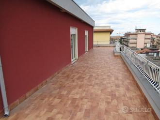 Attico panoramico con terrazzi e garage