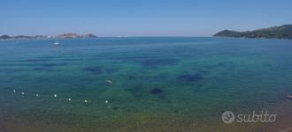 A 60 mt dal mare o in villa con ampio parco verde
