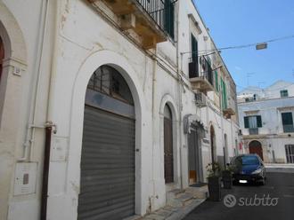 Negozio a Noci, via Vittorio Veneto 11, 1 locali