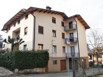 Porzione di casa con due appartamenti
