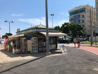 Attività vendita giocattoli ,art.spiaggia edicola