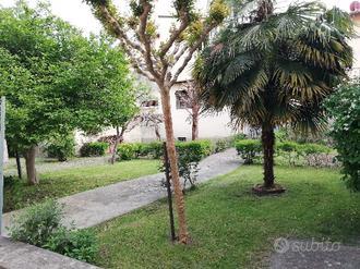 Borgo San Lorenzo terratetto mq 370 giardino