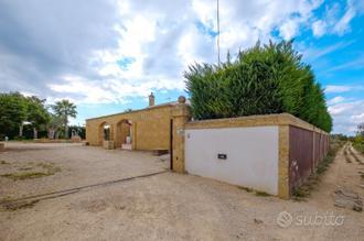 Villa in periferia con giardino recintato