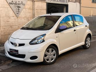 Toyota aygo 1.0 connect navi 2011