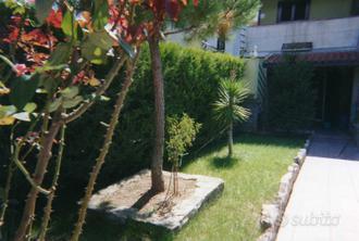 Villetta con giardino fronte e retro