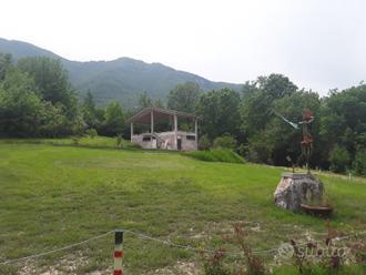Terreno agricolo con cemento armato di mq