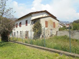 Casa Colonica con Giardino e Uliveto