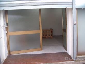 Locale/box 130mq uso deposito e ufficio vigilato