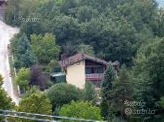 Villa a due piani con grande giardino