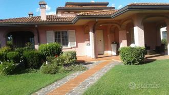 Monte San Savino villa 22 vani 690 Mq