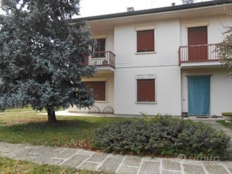 Casa con 2 appartamenti e giardino (310 mq)