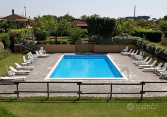 Cecina bilocale per vacanze con piscina giardino