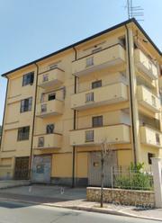 Appartamento con magazzino commerciale