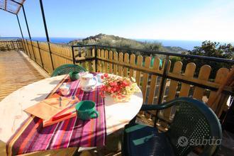 Appartamento con vista mare e giardino