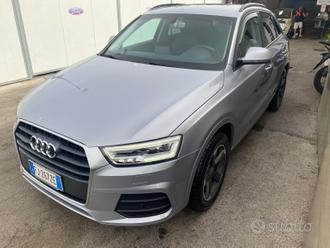 Audi Q 3 grigio versione QUATTRO anno 2016