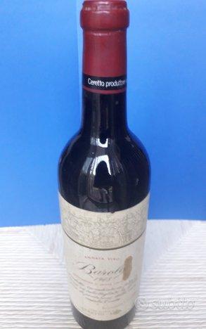 Vecchie bottiglie vino da esposizione