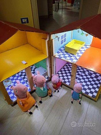 Peluche e Casa Peppa Pig. Personaggi mamma pig, pa