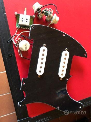 Squier by Fender Strat/Tele battipenna pickups