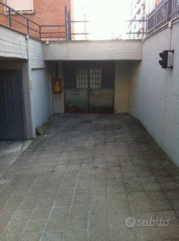 Magazzino a Torino, via Buriasco 20/a, 1 locali