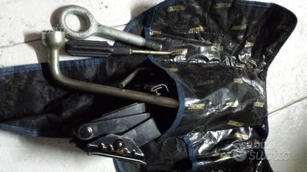 Kit attrezzi per sostituzione pneumatico