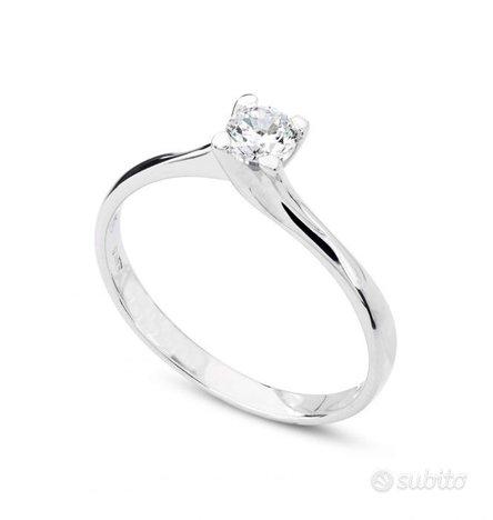 Anello Oro Bianco : Diamante 0.50 KT Naturale Cert