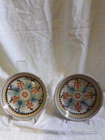 Coppia di piatti in maiolica epoca meta' 800