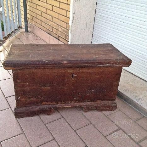 Miniatura modellino mobili antichi