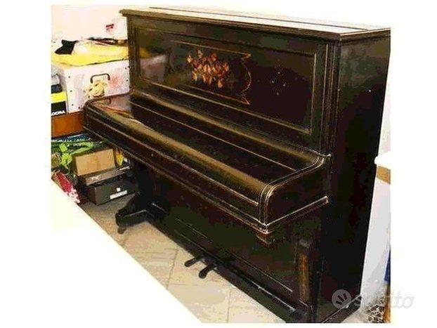 Piano pianoforte a muro