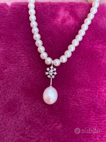 Collana e orecchini di perle e oro bianco
