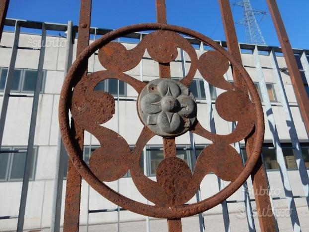 Cancello in ferro battuto antico