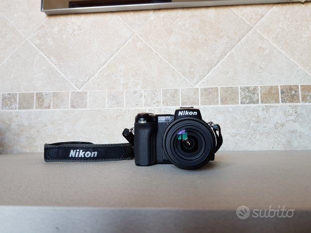Nikon Coolpix5700 con custodia