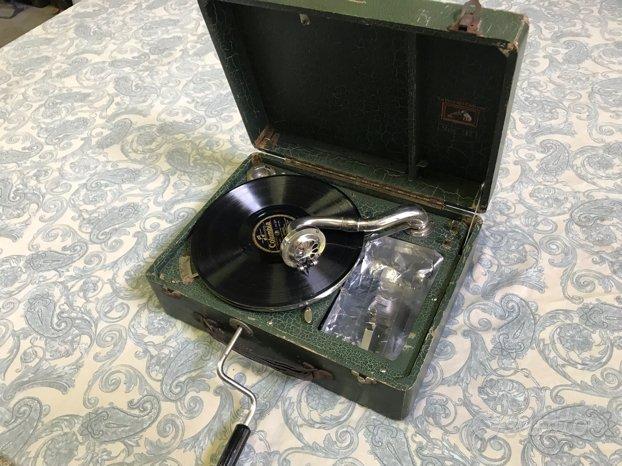 Grammofono LA VOCE DEL PADRONE modello 142