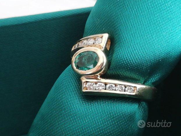 Anello in oro 18kt con smeraldo e diamanti
