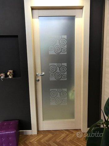 Porta interna listellare laminata con vetro