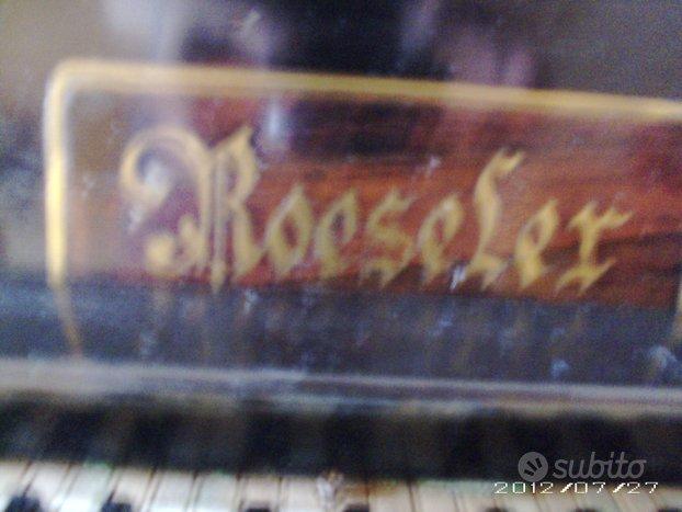 Antico pianoforte fatto tutto a mano